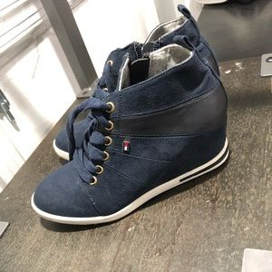 Tommy Hilfiger boots size 1